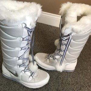 RARE! White & Gray Nike winter boots